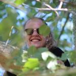 Johanna, welche in einen Baum geklettert war.