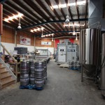 Das Lagerhaus mit Kühlcontainer in der Mitte.