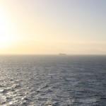 Da sehe ich Wasser. Und ein Schiff. Und die Sonne. Sinnvollste Bildbeschreibung, ever.