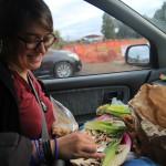 Spontanes Hungerstillen im Auto.