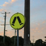 Damit die Leute wissen, wo der Fußweg ist.