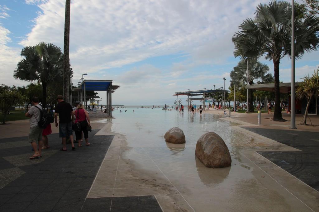 Hier der Strandpool.